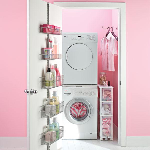 cuarto de lavado pequeño con lavadero