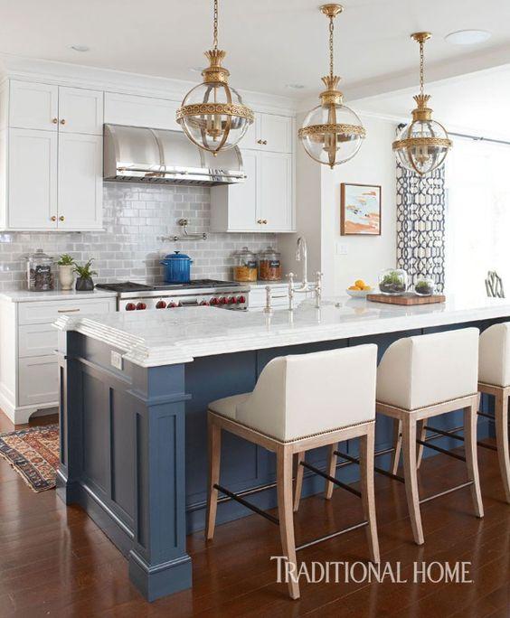 cocina con desayunador color azul (1)