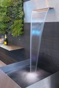 como decorar el jardin con fuentes