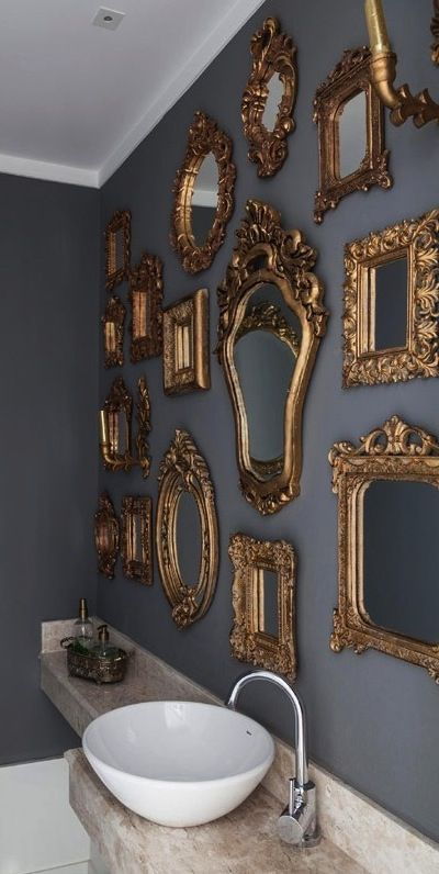 idea-de-decoracion-de-pared-en-color-gris-y-espejos-dorados