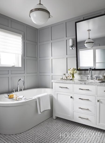 Decorar Un Baño Facil:White and Grey Bathroom