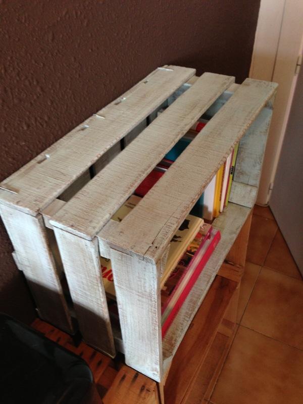 Ideas para decorar con librero hecho con cajas de madera - Decoracion reciclaje interiores ...