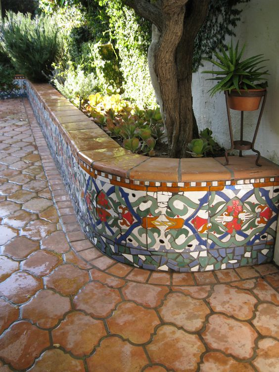 37 disenos de pisos para decorar tu patio 14 for Pisos para patios interiores