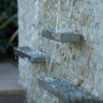 24 fuentes y muros llorones que te van a gustar para tu patio