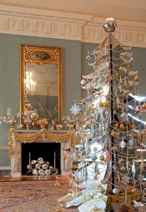 Ideas para decorar árboles de navidad en beige y dorado