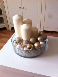 Arreglos navideños en dorado y beige