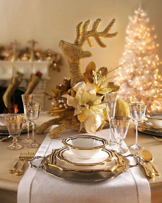 Como decorar la mesa de navidad en beige y dorado