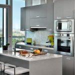 decoracion de cocinas pequenas con detalles en acero inoxidables (1)