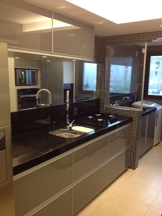 decoracion de cocinas pequenas con detalles en acero inoxidables (5)