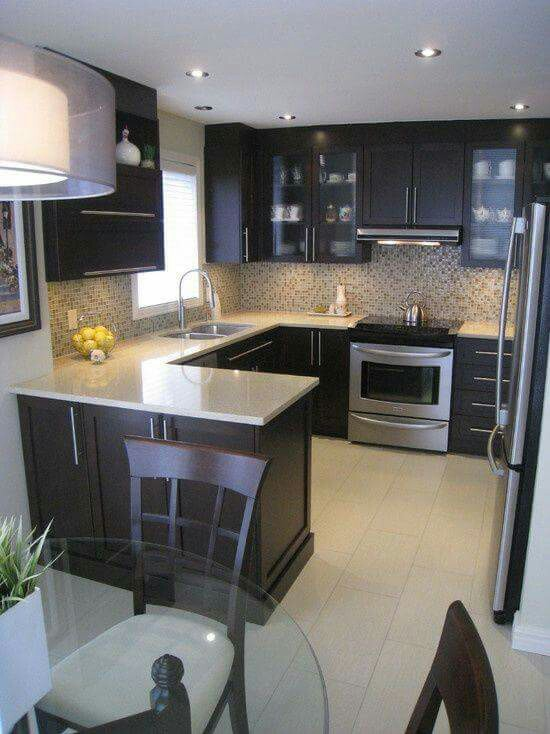 decoracion de cocinas pequenas con detalles en acero inoxidables (6)