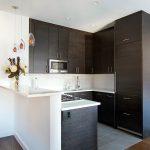decoracion de cocinas pequenas con detalles en acero inoxidables (7)
