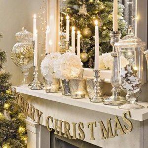 Decoración para navidad color beige y dorado para la chimeneaDecoración para navidad color beige y dorado para la chimenea