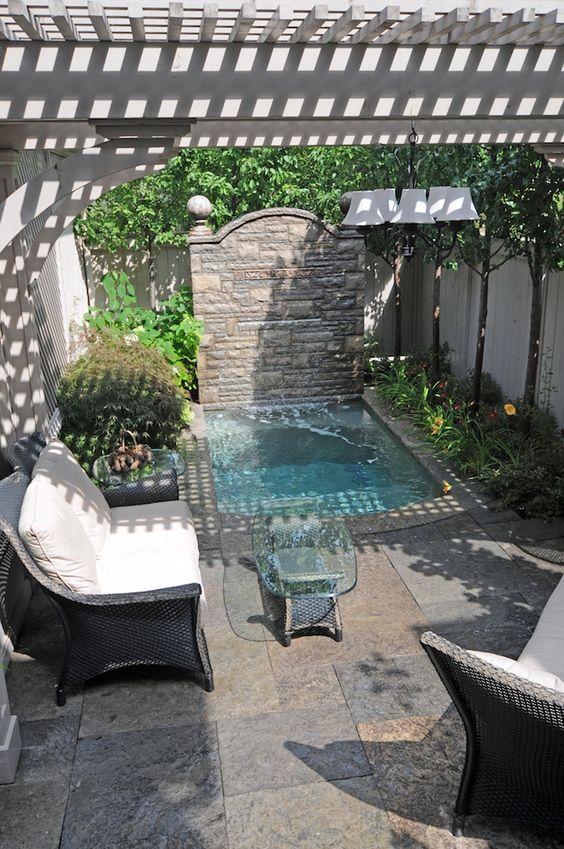 Disenos de piscinas pequenas pero con mucho estilo 11 for Diseno de piscinas pequenas