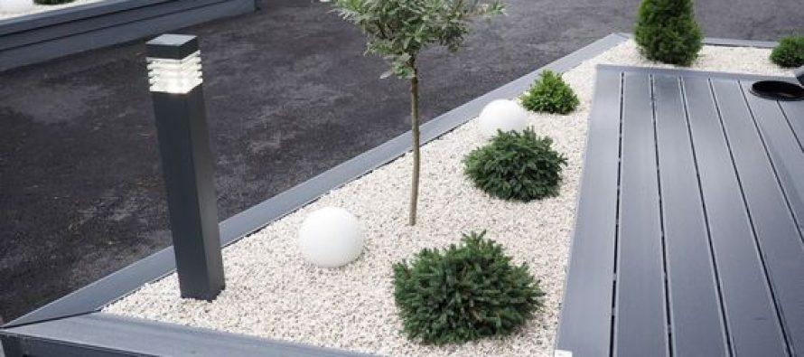 30 ideas preciosas para decorar tu jard n con grava blanca for Decoracion jardin grava