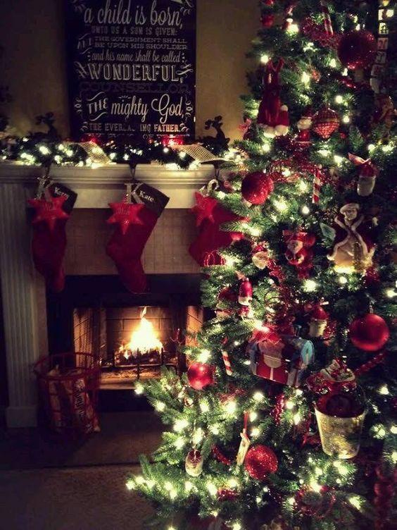Decora la navidad en color rojo 2018
