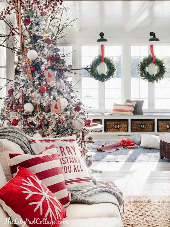 Ideas modernas para decorar la navidad en color rojo