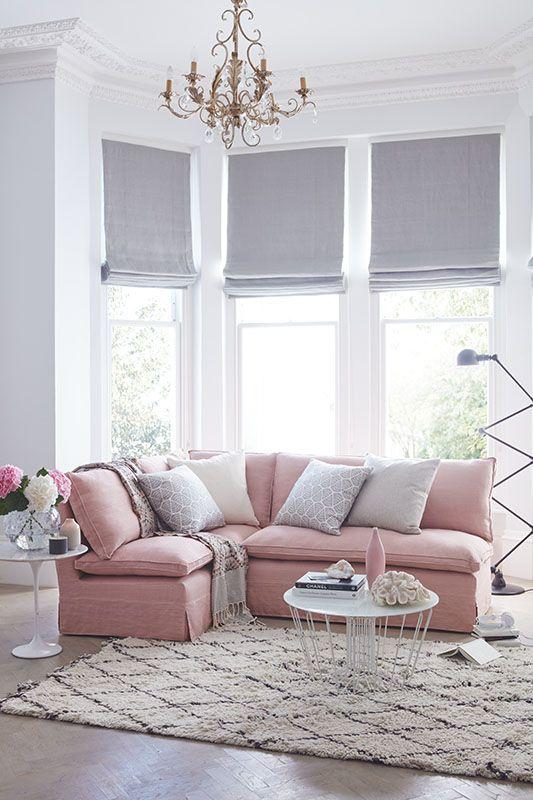 Como combinar sofás rosas