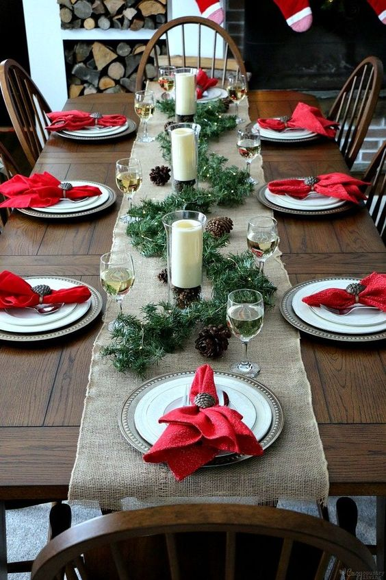 Decora la navidad en color rojo, verde y blanco