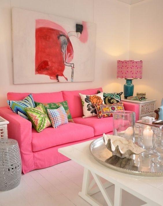 Decoración de salas modernas con sofás rosas