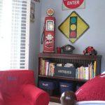 Decoración de una habitación infantil con tema de cars