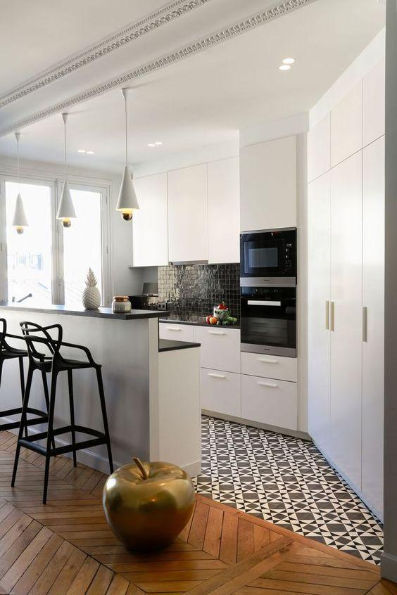 Disenos de cocinas modernas con desayunador 11 for Baldosas vinilicas pared