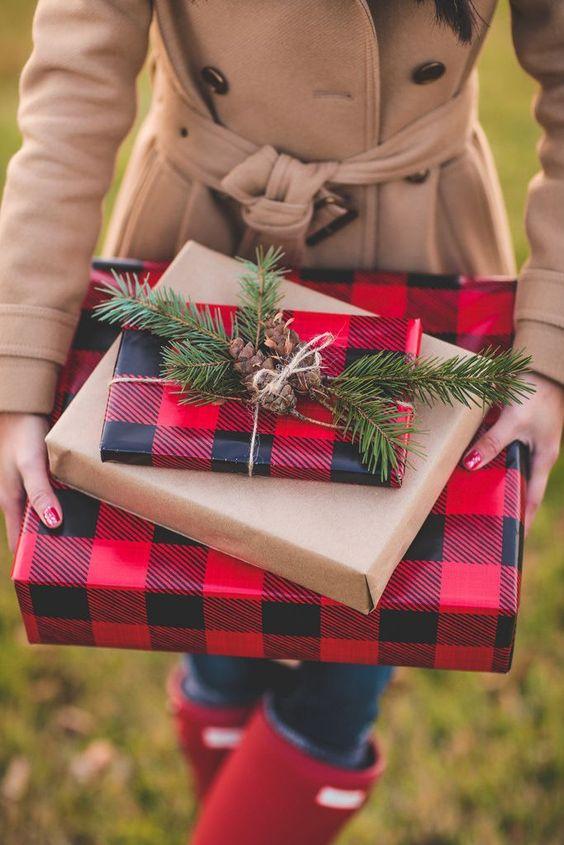 Envolturas navideñas con cuadros escoceses