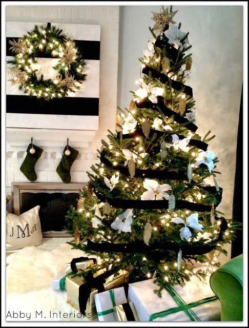 Decoración de arboles navideños blanco y negro