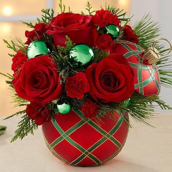 Centros de mesa para navidad con flores naturales for Arreglo para puertas de navidad