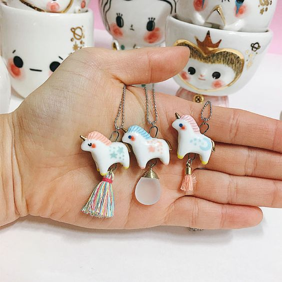 Decora La Navidad con Unicornios: Es moda y luce muy Tierno
