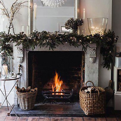 Decora la chimenea de tu hogar con toques navide os for Fuego falso para chimenea