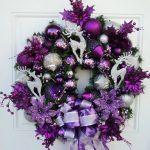 Decoracion de navidad color morado puerta con Corona Navideña