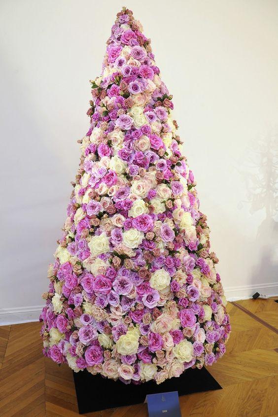Navidad con Flores… Una nueva alternativa para decorar los Pinos Navideños