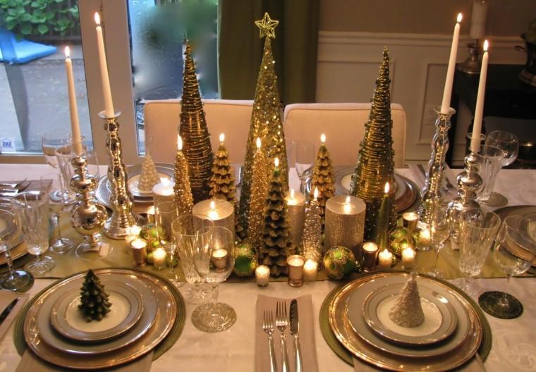 Decoración de la mesa navideña en color dorado