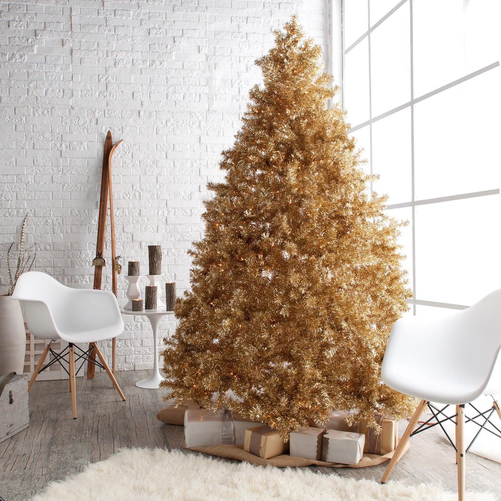 Pinos navideños en color dorado