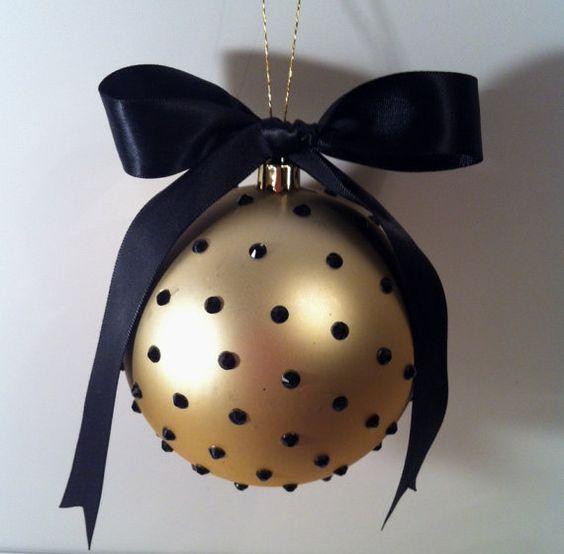 Esferas en negro y dorado