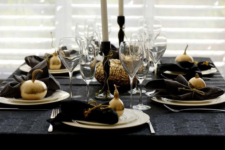 Comedor navideño decorado negro y dorado