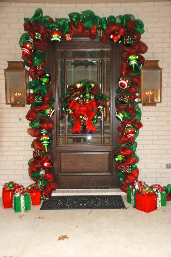 Ideas para decorar la entrada de tu casa esta navidad 2017 for Casas decoradas de navidad interiores