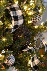 Decoración navideña en blanco y negro