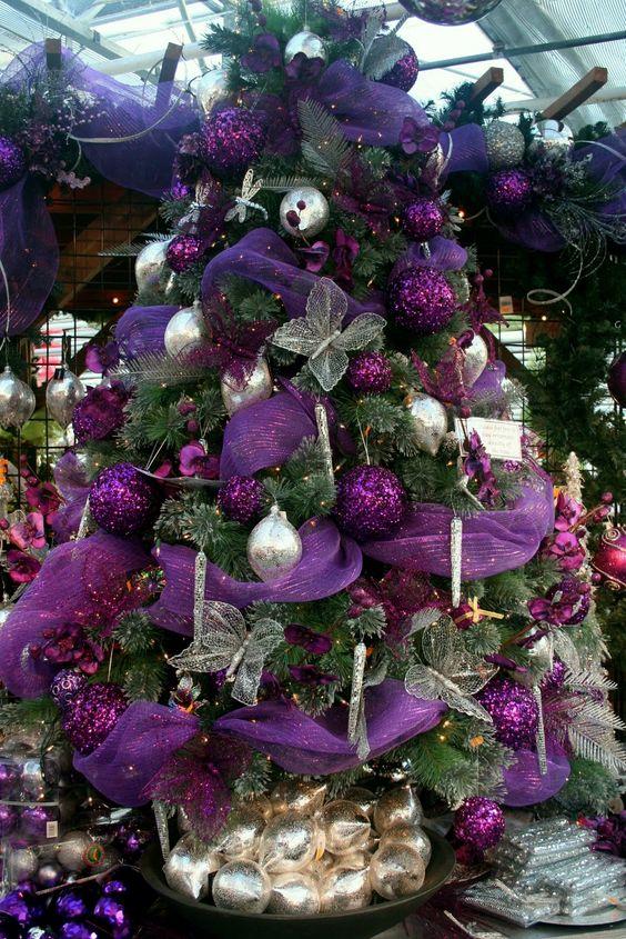 Pinos navideños morados