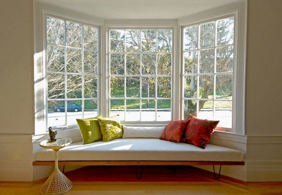 ventanas modernas con asientos en el interior