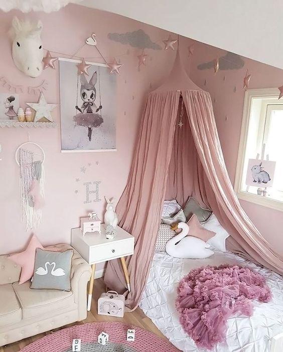 como decorar una cama de niña