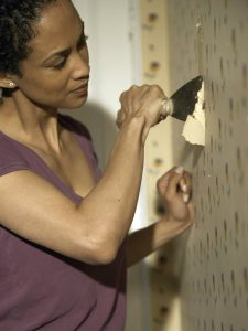 como se quita el papel tapiz de la pared