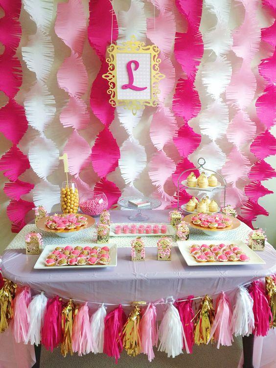 decoracion con guirnaldas de papel