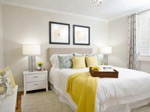 habitaciones modernas con mesa para la cama