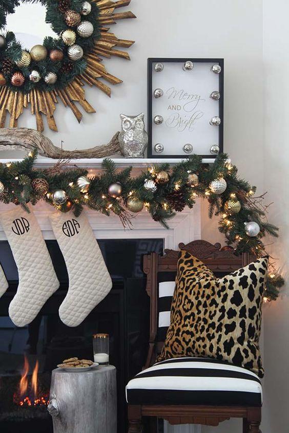 adornos navideños dorados