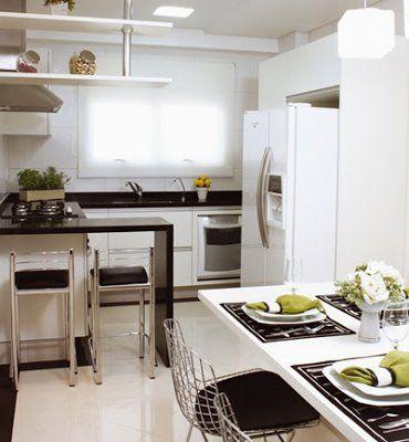 cocina pequeña con estilo en blanco y negro