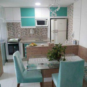 cocina pequeña en color azul turquesa que te inspirara